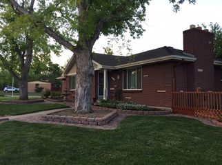 friendly neighborhood home with private room/bath in Arvada, CO