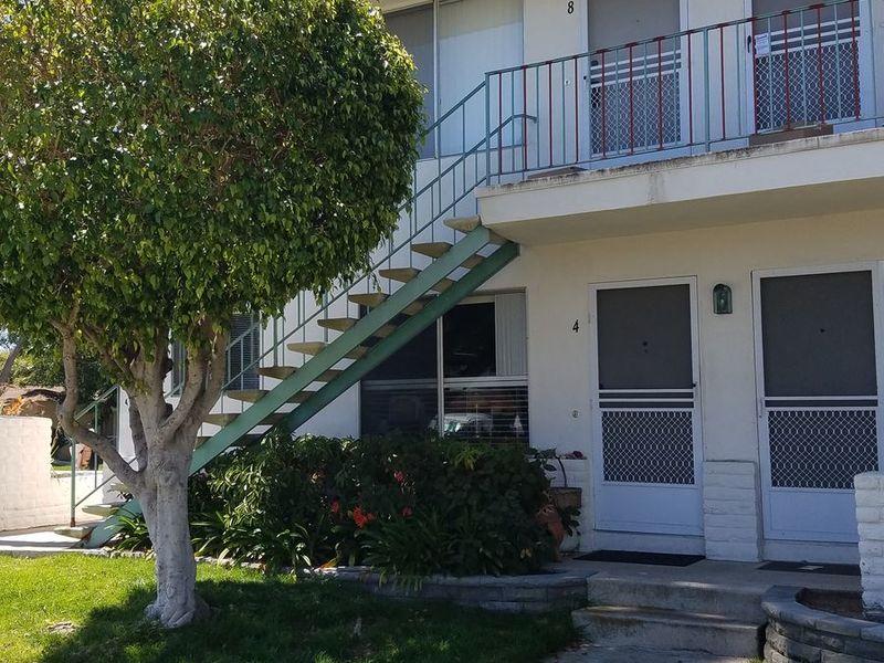 A beautiful 2 bedroom, 2 full bathroom condo  in Pacific Beach, CA