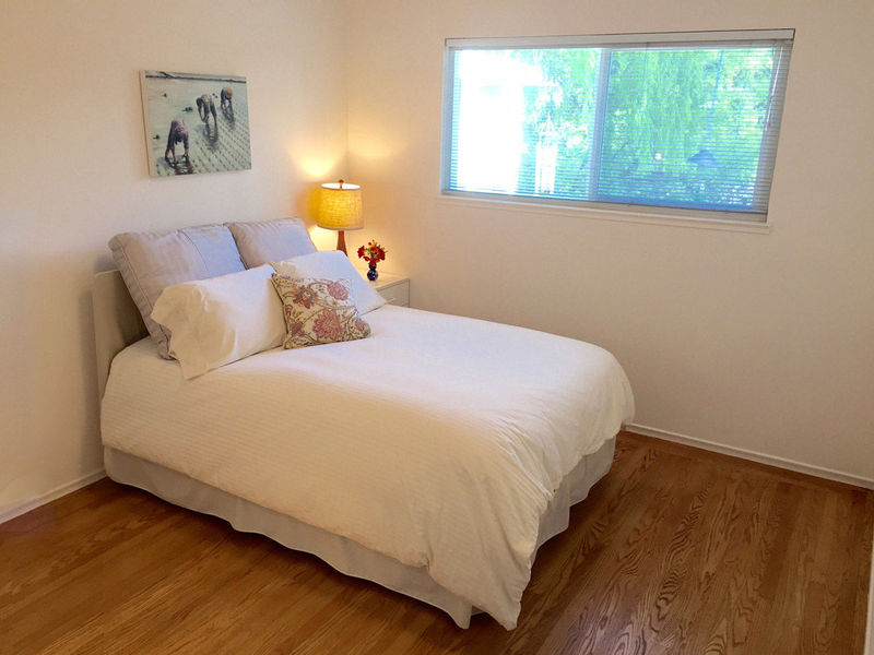 Furnished room in a quiet, safe neighborbhood in GREENBRAE, CA