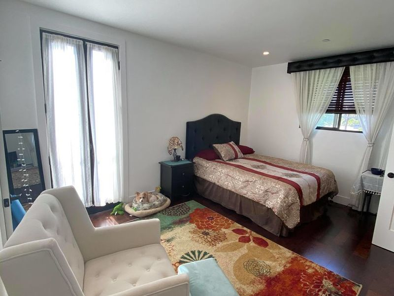 Super Nice Private Bedroom + en-suite Bath  in Toluca Lake, CA