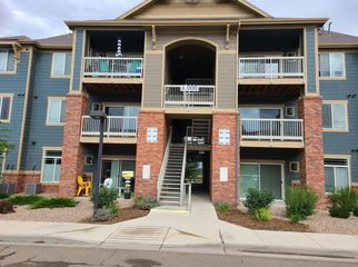 3 bedroom condo with 1 large bedroom/bath for rent in LONGMONT, CO