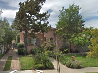 Charming perfectly located home - private room/bth in Los Angeles , CA