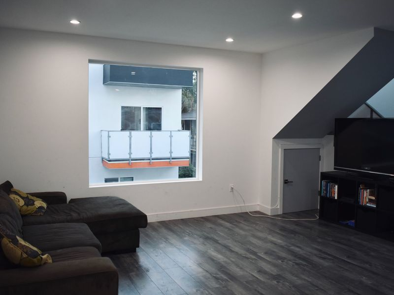 2 Rooms Available  in Los Angeles, CA
