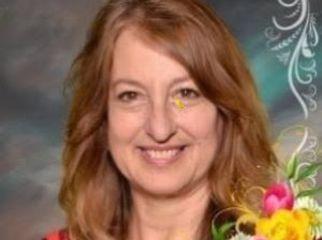Active woman seeks kind female roommate in Sherman Oaks, CA