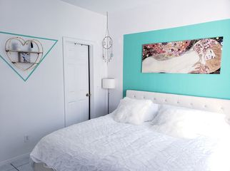 Private room with own bathroom near beach downtown in hb, CA