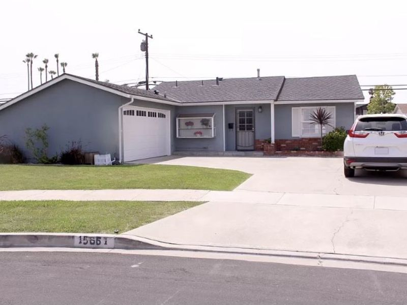 Adorable Home with Large Backyard & Ample Parking in Midway City, CA