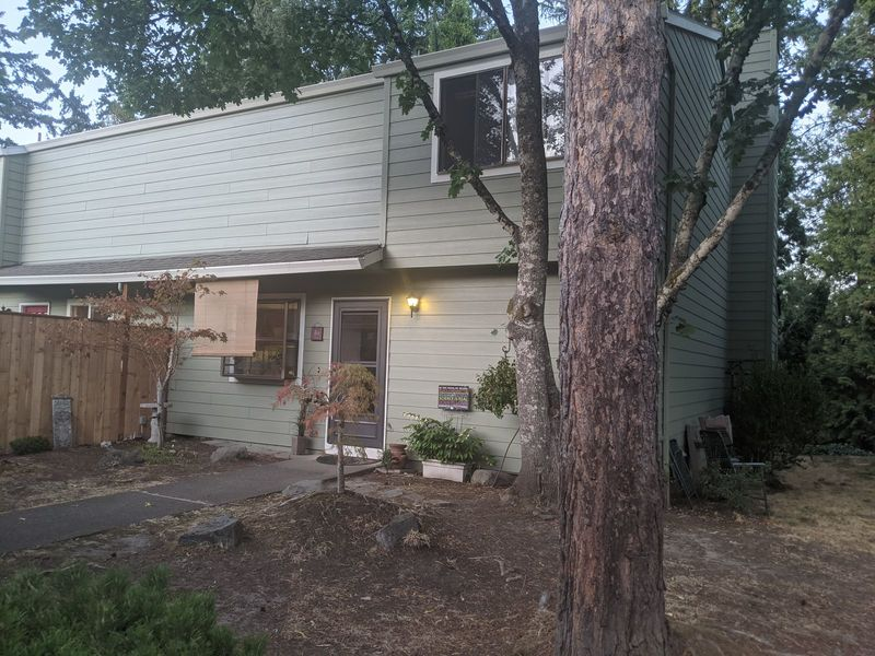 Quiet and clean townhome. in Tigard, OR