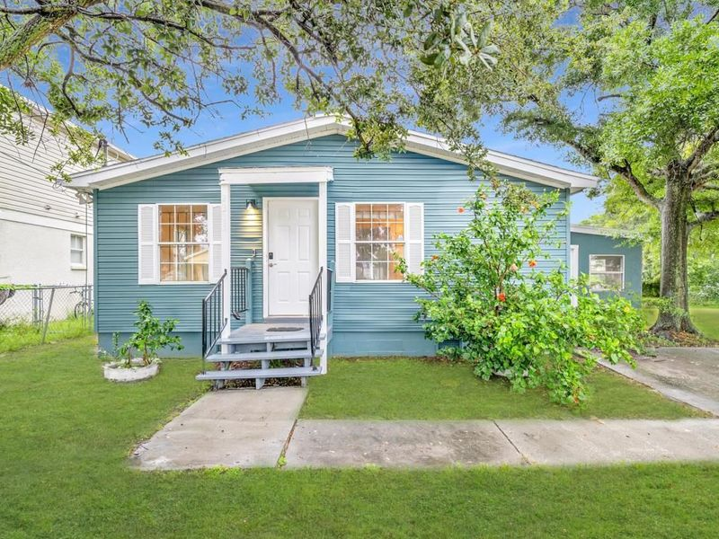 Gorgeous home 3 min drive away from Downtown Tampa in Tampa, FL