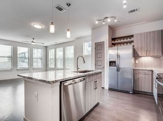 Great location, a bunch of amenities and bonuses in Broomfield, CO