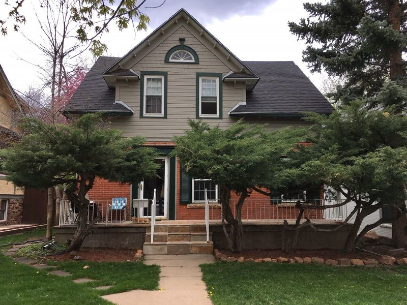 Apt. in charming early 20th cent. Boulder house. in Boulder, CO
