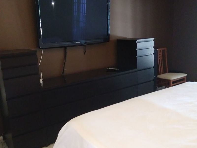 Clean master bedroom suite in quiet western suburb in Sunrise, FL