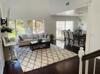 A beautiful fully furnished room with private BR in Inglewood, CA