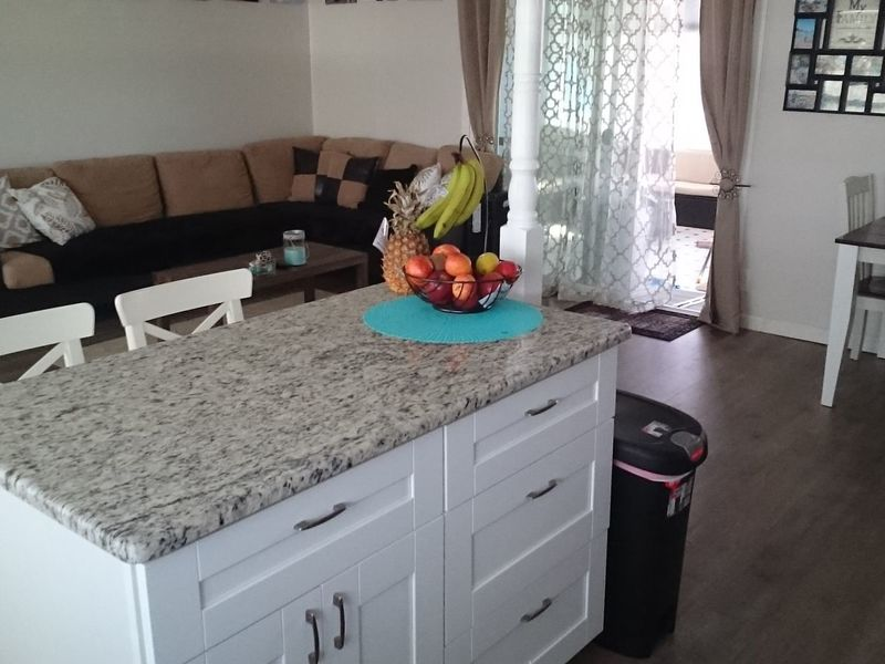 Furnished Bedroom w/ Privt Bath in  3Br 2 Ba Hm  in largo, FL