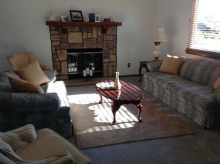 Beautifully decorated comfortable accessible to al in Applevalley , CA