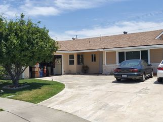 Family home w/ rooms for rent, full home privilige in Anaheim, CA