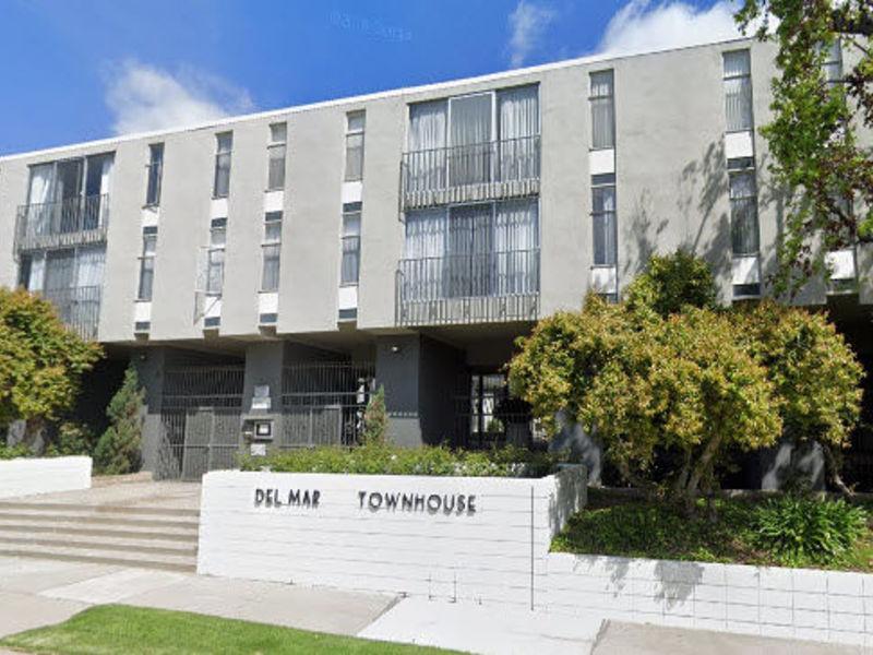 Room+bath top floor 2bd/2ba unit, CALTECH  in Pasadena, CA