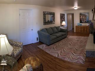 Beautiful Spacious Garden Level Apartment  in Manitou Springs , CO