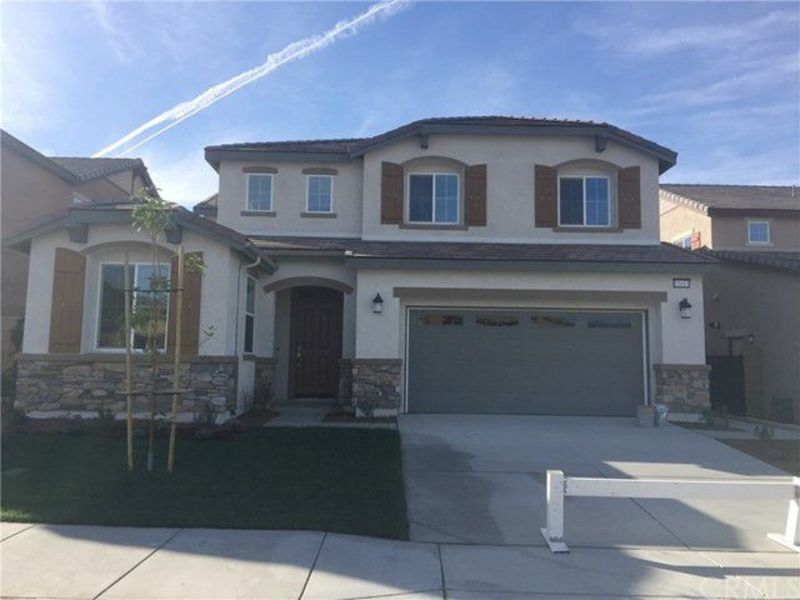 Home sharing in newer home in Fontana, CA