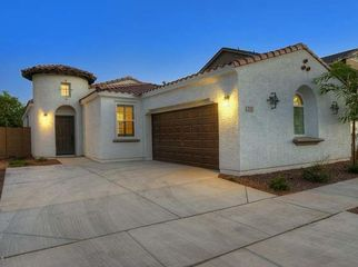 Quiet Gated Community with pool in Phoenix, AZ