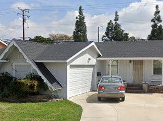 room in 4 bedroom house in lakewood, CA