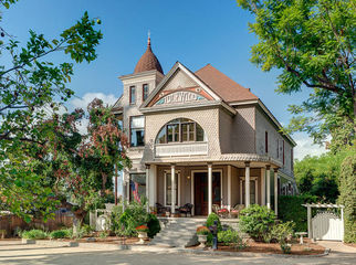 Large Comfortable 1887 Victorian Mansion in Monrovia, CA